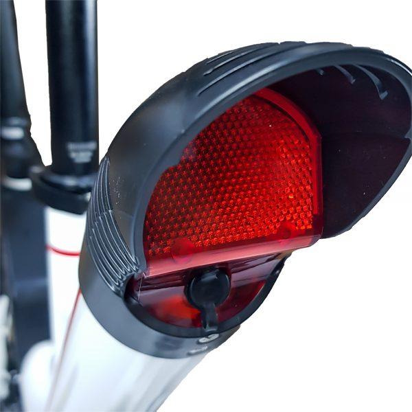 Conheça a E-Bike Elétrica Way, uma nova geração de Bicicleta Elétrica, muito mais versátil e funcional.Agora com a opção do modo assistido tendo autonomia de até 30km, onde combina pedalar com a bateria de 36V 6.6mAh, deixando o pedal mais leve. Mas há também a opção de usá-la no modo 100% elétrico com autonomia de até 20km.O quadro de alumínio torna a E-Bike Way leve, apenas 18,2kg e resistente. Com opção de ajustar altura do guidão e selim, para que seu uso seja mais confortável. Além de poder dobrar o guidão para transportar e/ou guardar. As rodas de 14 polegadas aliadas há suspensão tipo rosqueável tornam o deslocamento mais confortávelSeu painel de instrumentos fornece informações como velocidade, distância percorrida, nível da bateria e personalização de outros dados.Iluminação frontal e traseira em LED, garantem uma maior visibilidade e segurança para pilotar até quando está escuro.Sempre que for utilizar a E-Bike Way, use os equipamentos de segurança como capacete.